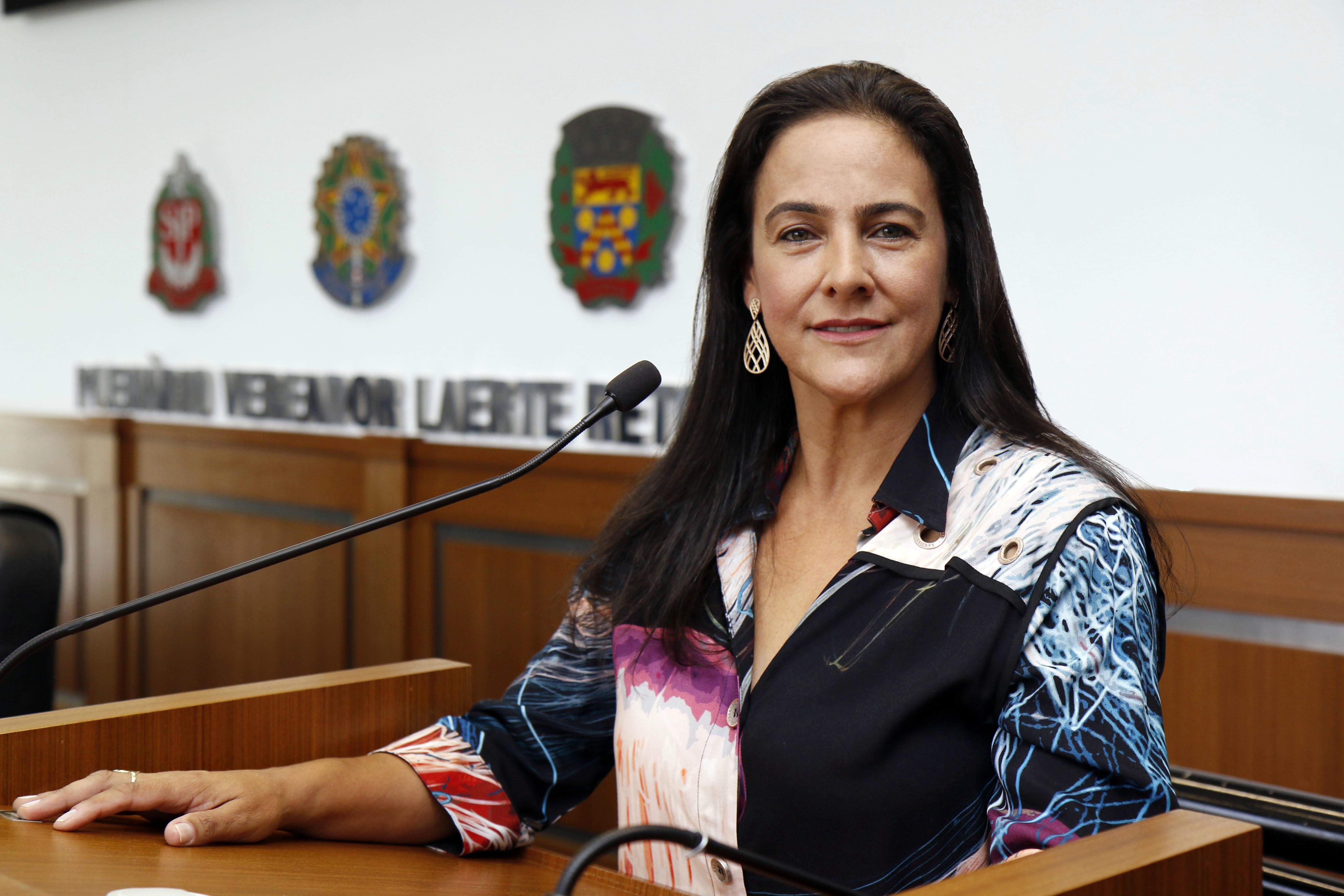 Tatiana Salles é a Primeira Mulher a Assumir a Presidência da Câmara nos Últimos 30 Anos