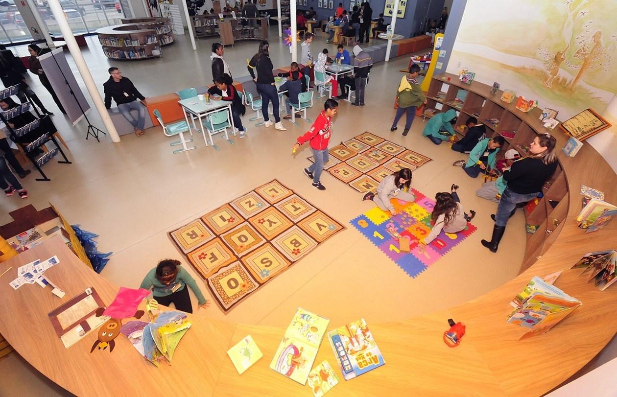 Biblioteca leva atrações para todas as idades no período de férias!