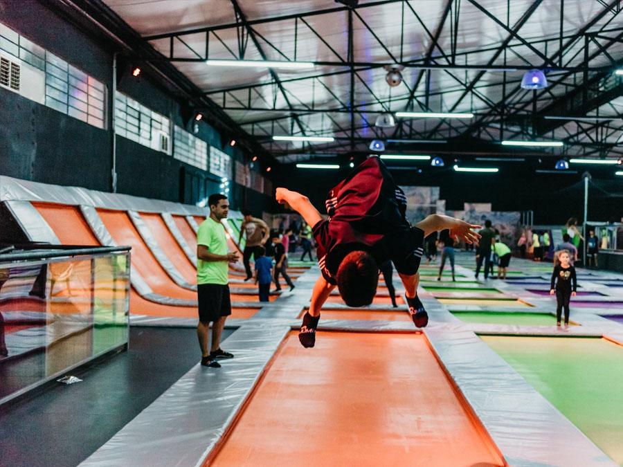 Conheça o Jumpark: O maior e mais completo trampolim park da América Latina.
