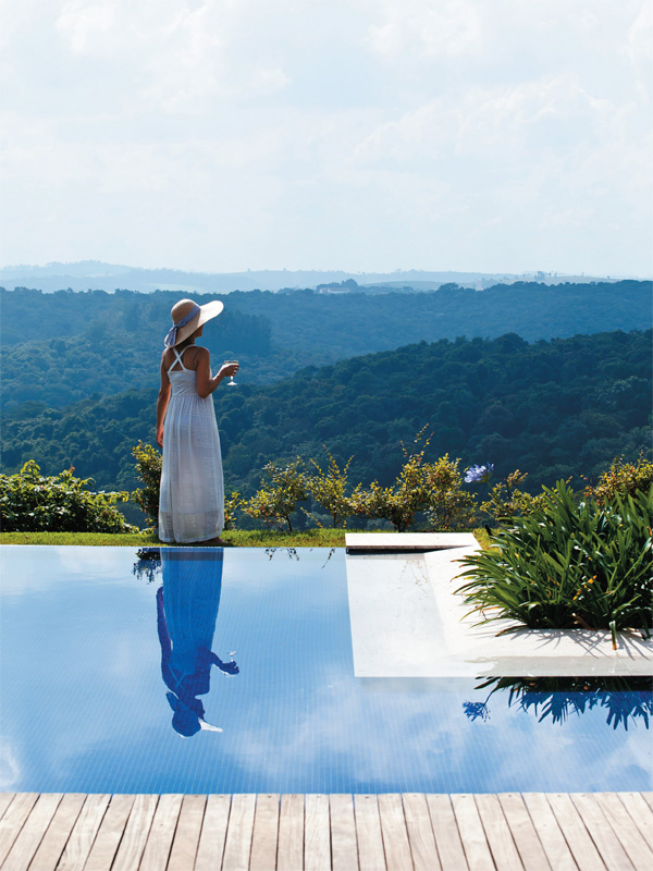 É para se apaixonar por essas piscinas com borda infinita